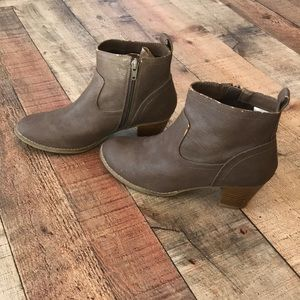 Old Navy zip-up Booties
